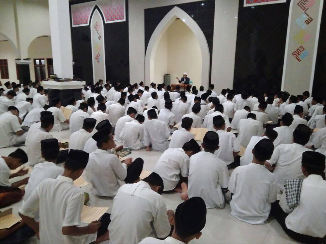 Pengajian Kitab Kuning Ta'limul Muta'allim di Pondok Pesantren IMMIM