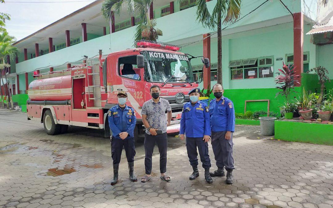 Pesantren IMMIM Bekerjasama dengan Dinas Pemadam Kota Makassar Melaksanakan Penyemprotan Disinfektan
